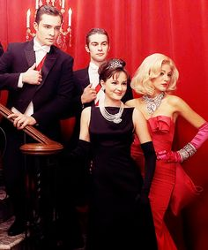 Classic Gossip Girl: Ed Westwick, Chace Crawford, Leighton Meester and Blake Lively. Gossip Girls, Style Gossip Girl, Mode Gossip Girl, Gossip Girl Quotes, Gossip Girl Outfits, Gossip Girl Fashion, Vanessa Abrams, Dan Humphrey, Nate Archibald