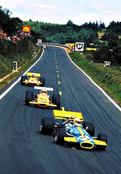 Jack Brabham ahead of Denny Hulme, Ronnie Peterson and Ignazio Giunti
