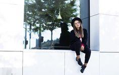 Gambitsky Street Style Blog, Red Sweaters, One Color, Parisian, Burgundy, Nude, Black, Fashion, Moda