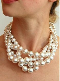 Pearls. they never go out of style. ever! so beautiful.