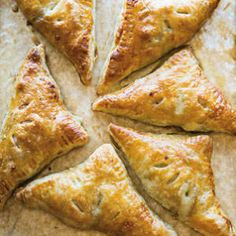 These Easy Chicken Pies Are About to Become Your New Best Friend Puff Pastry Chicken, Spinach and Gruyère Turnovers Puff Pastry Chicken, Chicken Puffs, Puff Pastry Dough, Frozen Puff Pastry, Cream Chicken, Chicken Hot Pocket Recipe, Hot Pocket Recipes, Williams Sonoma, Quesadillas