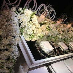 Blanco y sobrio, una boda donde reinarán las flores y la sobriedad, #diseñooriginal @andrescortesoficial #wedding #weddingstyle #weddingtable #decoracion #decoracionbodas #weddingdesign #weddingflowers #weddingdestination