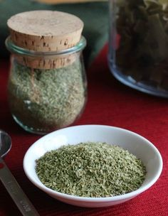 Homemade Italian seasoning- Italian seasoning adds so much to a sauce or casserole. You probably have all of the ingredients in your cupboard already so check it out. It only takes a little measuring and you are done. Homemade Spice Blends, Homemade Spices, Homemade Seasonings, Spice Mixes, Homemade Gifts, Whole Food Recipes, Great Recipes, Cooking Recipes, Freezer Recipes