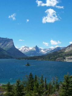 Going to the Sun Road in Glacier National Park is included in this article on The 10 Best Road Trips in America | The Vivant. I totally agree!