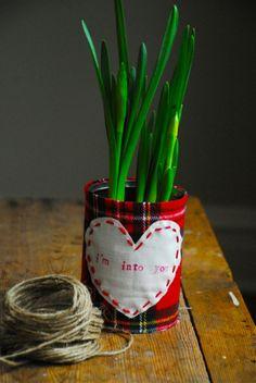 {DIY Valentine Gift} Fabric Can Planter