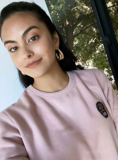Camila Mendes Riverdale, Camilla Mendes, Bachelor Of Fine Arts, The Cw, Veronica, Nice Tops, American Actress, Cute Pictures, Beautiful Women