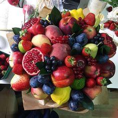 Вооружён и очень опасен  МЕГА-ГИГА-фруктовый букет диаметром 45 см  Неделю есть можно