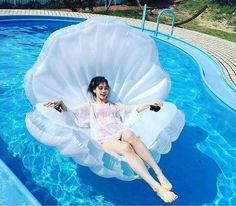 Cheap pool float, Buy Quality float pool directly from China inflatable floating pool Suppliers: Giant Inflatable Shell Pool Float New Design 2017 Summer Water Air Bed Lounger Clamshell With Pearl Seashell Scallop Board Giant Pool Floats, Cool Pool Floats, My Pool, Beach Pool, Pool Fun, Pool Toys For Adults, Pool Floats For Adults, Living Pool, Outdoor Living