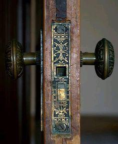 Old Brass Door Knobs Antiques 33 Ideas Door Knobs And Knockers, Knobs And Handles, Old Door Knobs, Vintage Door Knobs, The Doors, Decoration, Art Nouveau, Sweet Home, Shabby Chic