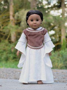 LOTR Eowyn White Gown with Brown Vest 18 von RainbowLilyDesigns