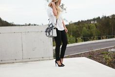Black and white // minimalistic // simplicity // white shirt // black skinny jeans // prada // marc jacobs // monique lund