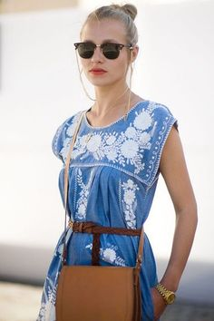 Modern boho look - blue and white embroidered dress with camel accessories and gold jewelry