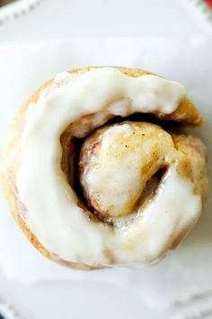 low carb desserts Keto Cinnamon Rolls made in a mug in 5 minutes. This is THE BEST quick and easy low carb cinnamon rolls recipe for keto. Each cinnamon roll has LESS THAN NET CARB Cinnamon Roll Calories, Keto Cinnamon Rolls, Cinnamon Cake, Cinnamon Desserts, Cinnamon Muffins, Cinnamon Cookies, Cinnamon Recipes, Cinnamon Spice, Egg Muffins