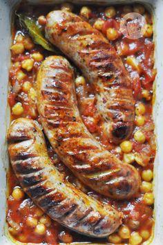 Kardamonovy: Biała kiełbasa pieczona z ciecierzycą w sosie pomidorowym