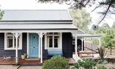 After sifting through a record-breaking 256 entries, the 2016 Dulux Colour Awards finalists have been announced and the talented list is 80 deep. Finalist Glenlyon by Louise Walsh The annual…