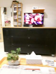 KIKUA Meuble TV 130 cm blanc brillant - Structure en panneaux de ...