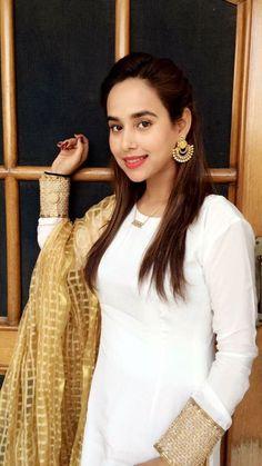 Simple suit Stylish Dpz, Stylish Suit, Punjabi Actress, Bollywood Actress, Beautiful Gorgeous, Gorgeous Women, Ethnic Fashion, Indian Fashion, Ethnic Trends