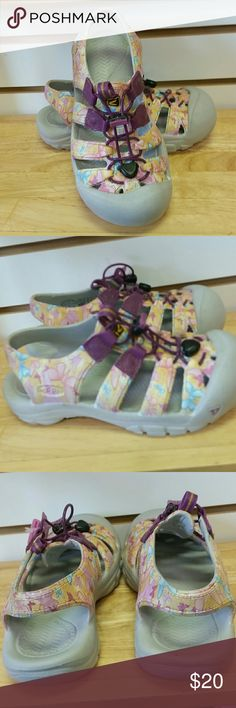 Keen girls sandals butterfly design Vguc size 3 big girl. Butterfly design. These are a crocs like material not the standard fabric keens, great for summer! Keen Shoes Sandals & Flip Flops