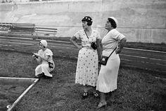Evgenia Lemberg, Krasnyavskaya and Elizaveta Ignatovich, 1934 Aleksandr Rodchenko, Multimedia Arts, Russian Fashion, Russian Style, Art Museum, History, Couple Photos, Photography, Women