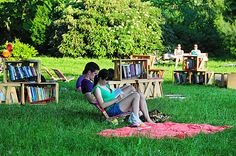 В Любляне (Словения) Outdoor Furniture Sets, Outdoor Decor, Slovenia, Reading, Books, Gardens, Word Reading, Nature, Lawn And Garden