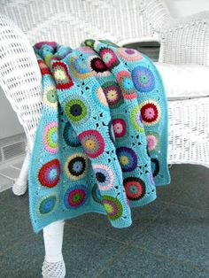 Bullseye Blanket..pattern found here: http://www.redheart.com/free-patterns/pokey-dots-throw