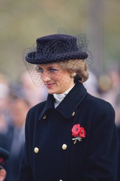 50 Rare Photos of Princess Diana That Reveal What Her Life Was Really Like Today marks the twentieth anniversary of Princess Diana's death. Here are 50 rare, beautiful photos of the late princess who died of a fatal car crash at the untimely age of Princess Diana Death, Princess Diana Fashion, Princess Diana Pictures, Princes Diana, Princess Of Wales, Royal Princess, Rihanna, Diane, Lady Diana Spencer