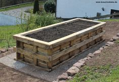 1 hochbeet aus paletten selber bauen Build 1 raised bed of pallets yourself - build Raised Flower Beds, Raised Garden Beds, Raised Beds, Cottage Garden Plants, Traditional Landscape, Pallets Garden, Garden Boxes, Diy Pallet Projects, Farm Gardens