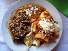 Breakfast in Mexico – the delightful plate above consists of beef tips, chilequiles and other assorted goodies eaten in Manzanillo. Nachos, cheese and beans always feature heavily and a delicious, spicy breakfast is the norm. Gracias Jeff K. Mexican Breakfast, Eat Breakfast, Breakfast Recipes, Breakfast Platter, Breakfast Dishes, Mexican Food Recipes, Real Food Recipes, Healthy Recipes, Breakfast Around The World