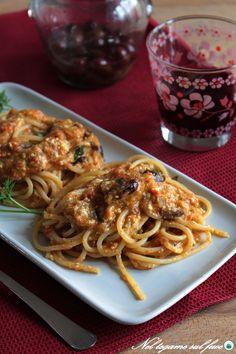 pasta ai peperoni con ricotta e olive Italian Main Courses, Pasta Recipes, Cooking Recipes, Healthy Cooking, Healthy Recipes, Ricotta Pasta, Pepper Pasta, Italian Pasta, Pasta Dishes