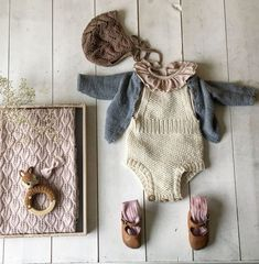 Ekspressromperen, Unique Clothing >> Handmade Bubble Rompers and Tops >> Boho Inspired >> Minimalist. Baby Outfits, Toddler Outfits, Kids Outfits, Knitting For Kids, Baby Knitting, Baby Barn, Baby Kind, Baby Wearing, Baby Dress