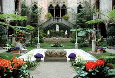 Isabella Stewart Gardener Museum - One of my favorite museum visits in Boston! I wanted to recreate this gorgeous courtyard in my house some day and be BA enough to turn my house into a giant museum of glory and splendor. The Places Youll Go, Places To Go, Boston Attractions, Gardner Museum, Boston Museums, Boston Things To Do, Fun Things, In Boston, Visit Boston