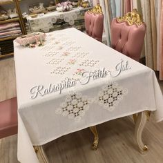 AsaTable cover 🎀⭐️🎀 We cut the lace again, we cut the table . Bead Crafts, Diy And Crafts, Cleaning Window Tracks, Outdoor Fotografie, Storage Shed Kits, Fall Candles, Crochet Tablecloth, Bargello, Potpourri
