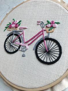 No te pierdas este artículo de mi tienda de Bicicleta Bordada a Mano, Patrón de Bordado a Mano, Patron PDF, DIY Hand Embroidery Patterns Free, Hand Embroidery Videos, Embroidery Stitches Tutorial, Embroidery Flowers Pattern, Embroidery Hoop Art, Embroidery Techniques, Embroidery Ideas, Indian Embroidery, Embroidery Online