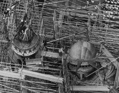 En obras: así eran las construcciones más icónicas del mundo cuando estaban en los huesos