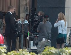 Rob with Julianne Moore on MTTS set 8-18-13 (9)