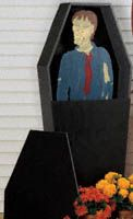 Creepy Casket Woodcraft Pattern What yard would be complete without its own life size casket with a zombie inside? #diy #woodcraftpatterns