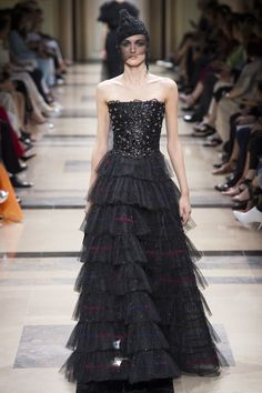 Armani Privé Fall 2017 Couture Fashion Show Collection