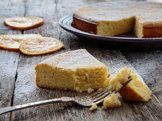 Med mandelmel og ricotta blir denne glutenfrie kaken verdens saftigste! Og med deilig smak av appelsin og hvit sjokolade, blir det vanskelig å takke nei til bare et lite stykke til. Oppskriften er ment for en springform, 23 cm i diameter.