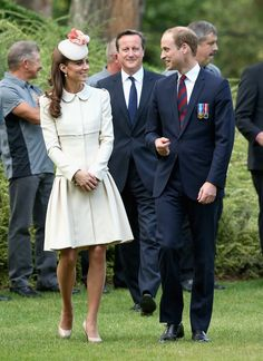 Kate Middleton - Catherine, Duchess of Cambridge , Prince William, Duke of Cambridge and Prime Minister David Cameron walk through war graves at St Symphorien Military Cemetery on August 4, 2014 in Mons, Belgium.