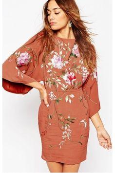 Vestidos ajustados y minis de mujer - ASOS Minivestido con bordados y manga kimono