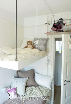 These cool beds are great, especially for when you have such limited space, like in this child's bedroom. These cool beds are great, especially for when you have such limited space, like in this child's bedroom. My New Room, My Room, Girl Room, Girls Bedroom, Bedroom Decor, Cosy Bedroom, Childs Bedroom, Bedroom Ideas, Ideas Dormitorios