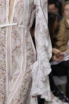 ENHANCE U FASHION DETAIL Giambattista Valli | Paris Fashion Week | Spring 2017 Runway Designers