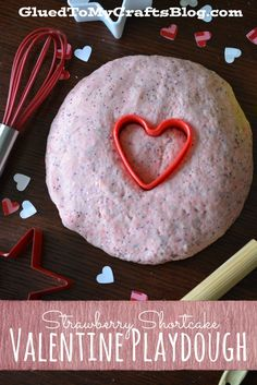 This Strawberry Shortcake Valentine Playdough recipe has a great smell, nice texture & it's a no cook recipe. Kinder Valentines, Valentine Theme, Valentines Day Activities, Valentines Day Party, Valentine Day Crafts, Valentine Ideas, Valentine Stuff, Valentine Nails, Holiday Activities