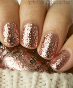 Rose Gold Sparkle - China Glaze Glam Man thats cute but sparkles not fun to get off. take nail polish remover on a cotton ball stick on finger take small pieces of foil wrap around nail push on tightly but gently wait Love Nails, How To Do Nails, Pretty Nails, My Nails, Gorgeous Nails, Ongles Or Rose, Nagellack Design, Rose Gold Nails, Sparkly Nails