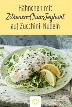 Frisch, gesund und so lecker: Hähnchen mit Zitronen-Chia-Joghurt auf Zucchini-Nudeln - Ein leichtes Low.Carb.Gericht für den Feierabend mit Superfood-Boost!