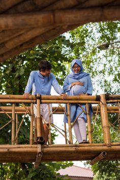 Moslem Maternity Photoshoot  Blue and white combined in nature  #MaternityShoot #MoslemMaternity #MaternityIdeas
