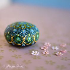 Please note: this item is made of WOOD! This is a little woodpebble, which I brought from Japan, and painted with joy, adding dot to dot to make this unic Mandala. I use acrylic paint and to two coats of matte varnish to seal the paint. This woodpebble is perfectly round and light, it is