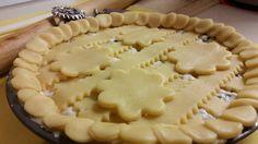 Crostata con Ricotta e Gocce di cioccolato  http://blog.cookaround.com/jotrazuccheroecannella/crostata-ricotta-gocce-cioccolato/