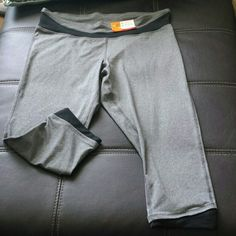 Workout pants capri length plus size Champion dri-fit XXL polyester blend work out pants, in heather gray with black detail at knees and waist. Dri-fit fabric wicks away moisture. NWT. Champion Pants Capris