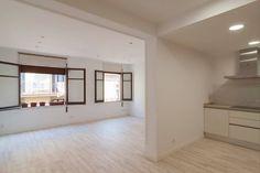 La #cocina está situada en un espacio abierto que conecta con el salón. Muy amplio. #reformas #Barcelona